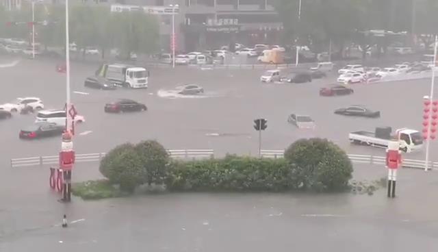 大流量移动泵车解决城市内涝问题